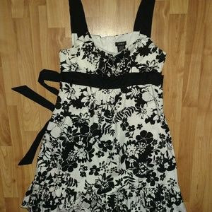 Dresses & Skirts - APNY Floral dress black and white sz10